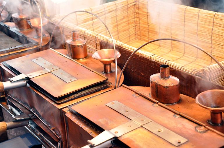 名前の由来は立ち上る蒸気から。「蒸気パン」と呼ぶ地域も。