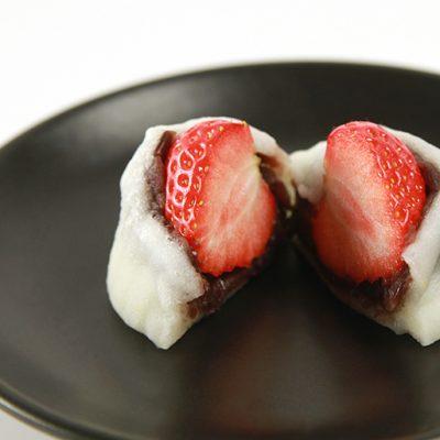 餡の甘さといちごの酸味が互いを引き立てる