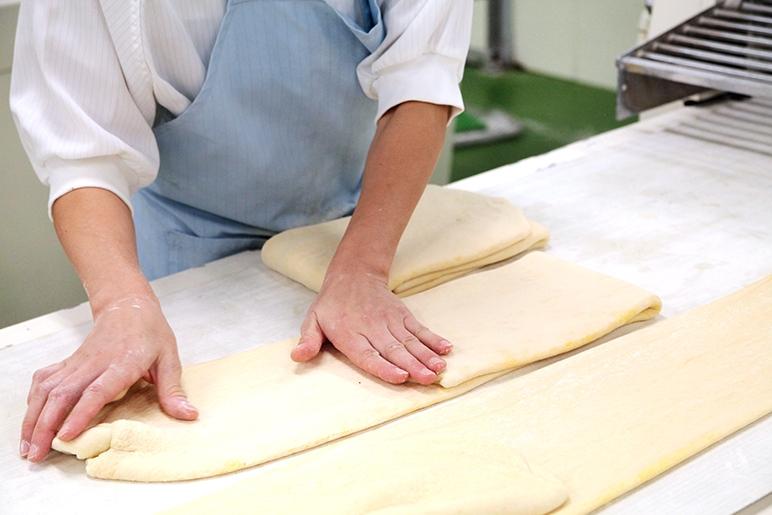 手作業で愛情のこもったパン作り