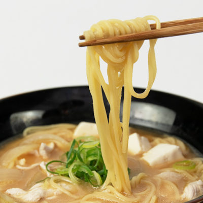 味わい深いとん汁とコシの強い中太麺の相性は抜群