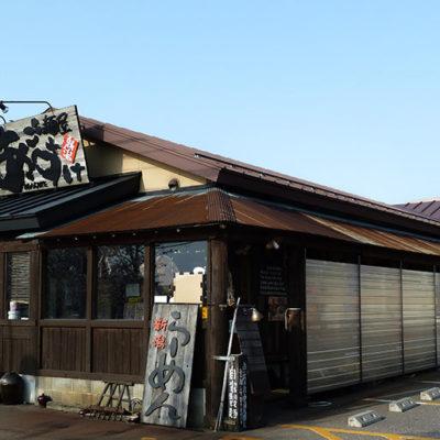 平日の開店前から長蛇の列ができる有名店「麺屋あごすけ」