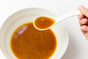 2.スープはお湯で溶くだけ