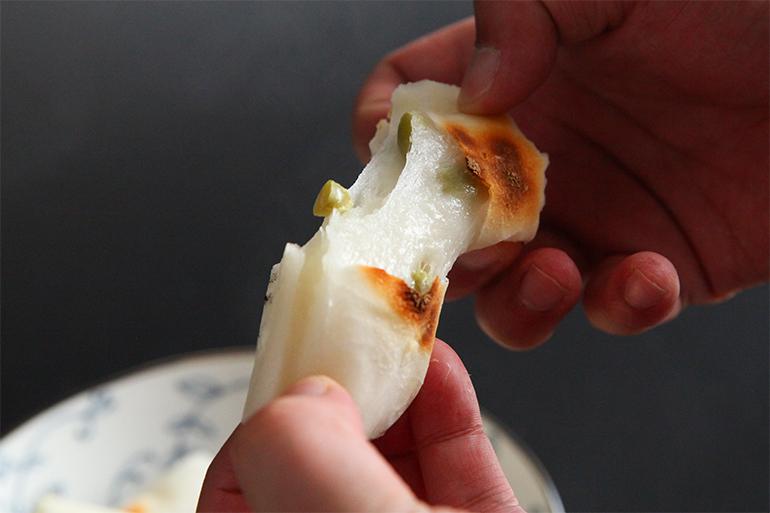 雪解け水で育ったこがねもちを100%使用した杵つき餅