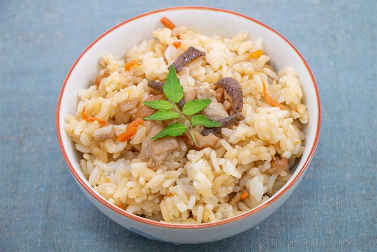 「こがねもち」を混ぜて炊けば、もっちり炊き込みご飯に!