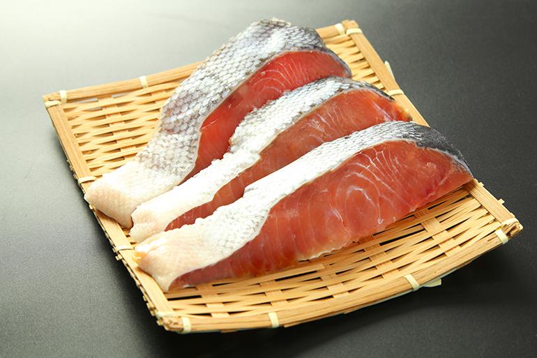 寒風干しが美味しさの決め手!塩引鮭切り身セット