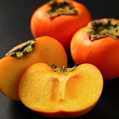太陽をたっぷり浴びて育った完熟「八珍柿」