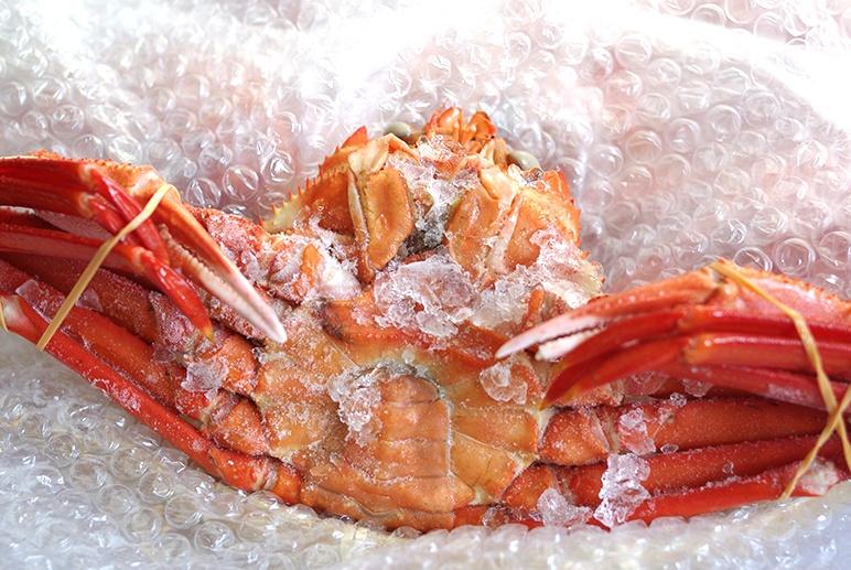 鮮度を保つ急速冷凍で、紅ズワイガニ本来の味をお届け!