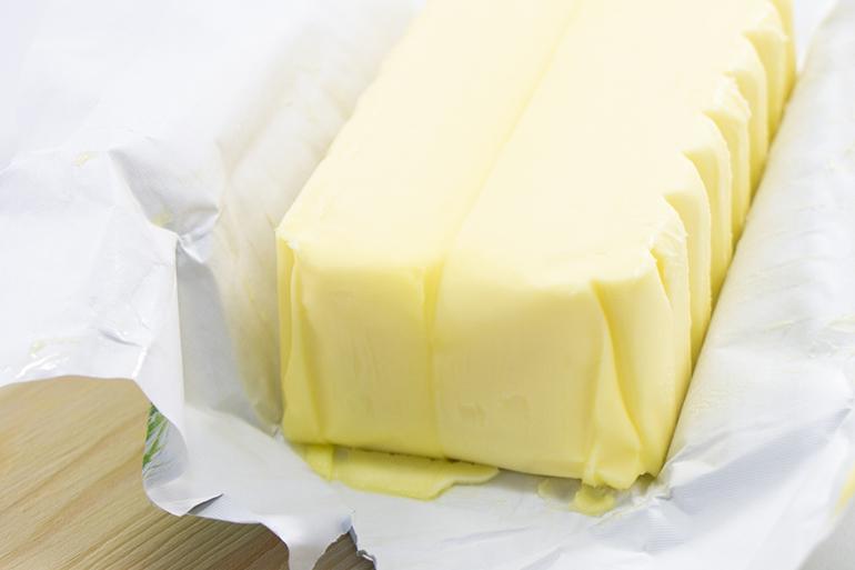 厳選した発酵バターと国産小麦粉を使用