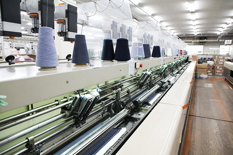 国内唯一の編み機で織りなす技術