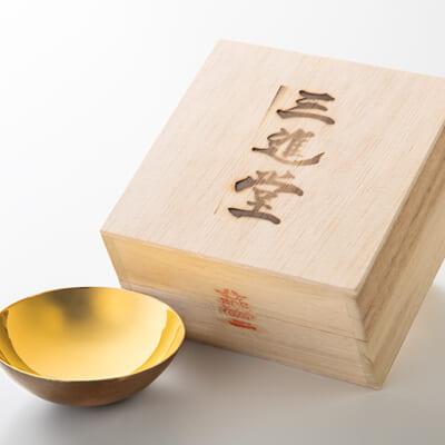 一つ一つ桐箱に入って、贈り物や記念品におすすめ