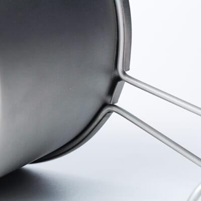 金属を曲げて接合させる高難度な技法