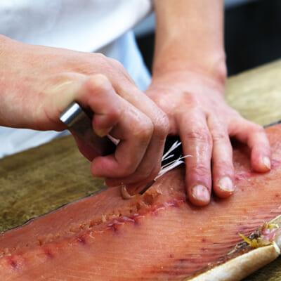 とってもめずらしい「骨なしの塩引き鮭」