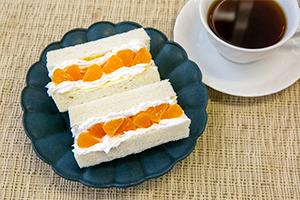 2.【昼食】クリームチーズのみかんサンド