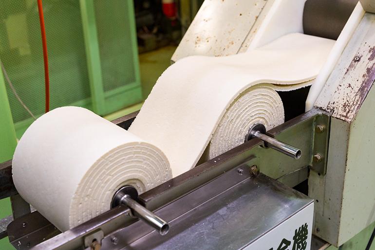 強いコシを生む「麺帯八枚合わせ製法」