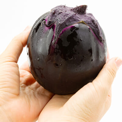 強い甘味と肉厚な食感が美味しい「越の丸茄子」