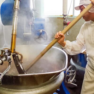 蒸気の中で材料を混ぜ合わせる
