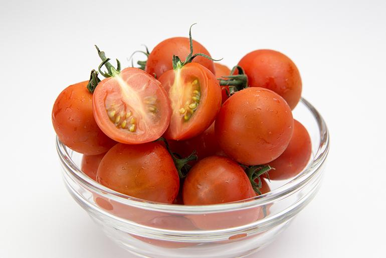 甘味と酸味のバランスがいいミディアムトマト「ベ」