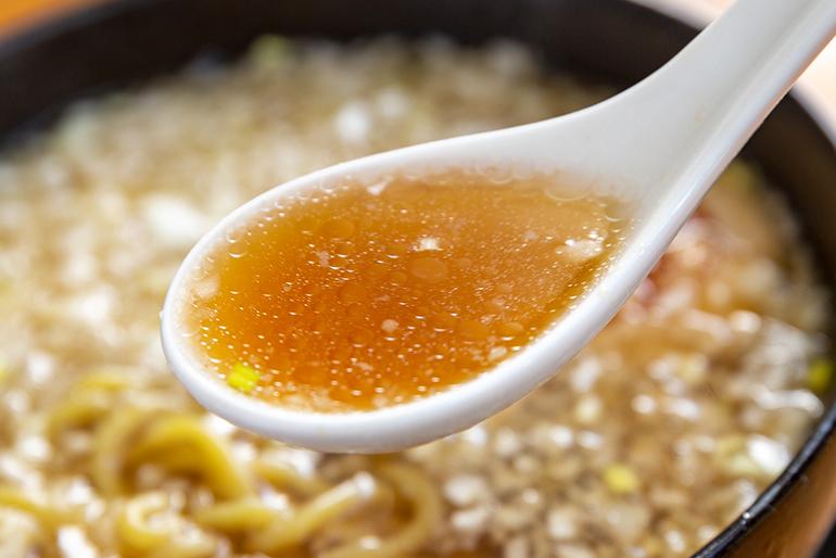 生姜醤油の「あっさり」と背油の「コク」が絶妙