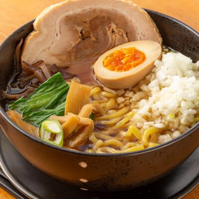 中太麺にコクのある醤油スープがよく合います