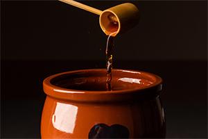 3.タレのベースは、鮭節香る出汁醤油