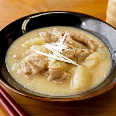 新潟県産もち豚と大根の旨みを生かしたもつ煮