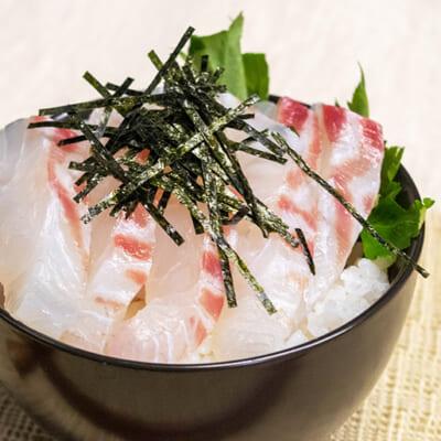 切り身に出汁を掛けるだけ。鯛茶漬けが絶品です