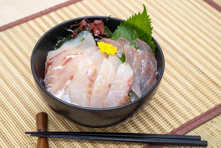 「旬魚の海鮮丼」もご自宅で。心ゆくまで味わえます