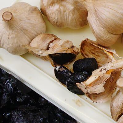 国産のにんにくを100%使用し黒ニンニクエキスに加工