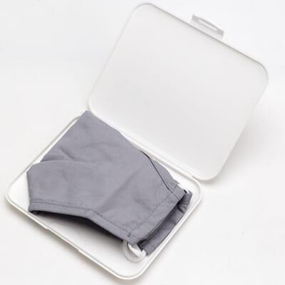洗濯できるマスクと、銀イオンで抗菌作用のあるケース