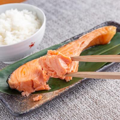 ほどよい塩加減が鮭の旨みを引き立てる