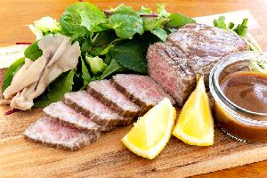 2.村上牛の醤油糀ローストビーフ