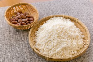 2.もち米、金時豆の水を切る