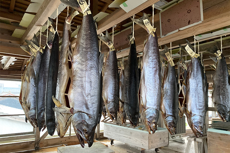鮭のうま味を引き出す独特の製法