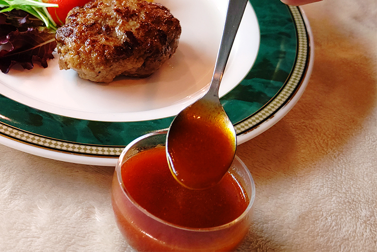 袋に残った肉汁を使って、本格ソースが作れます!