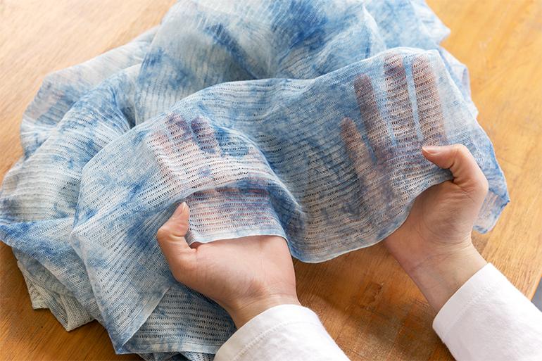 自然由来の材料で作る「肌にやさしいストール」