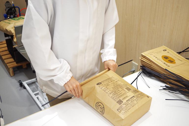 出荷作業は、国際的な衛生基準に基づいて行います