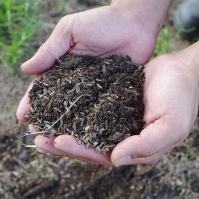 肥沃な土壌を生み出す「菌体堆肥」