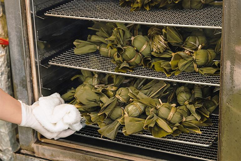 3.笹がしっかりと香る「後蒸し製法」