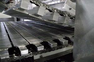 2.伝統の竹簾を模した特注機械