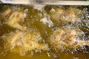 3.鶏肉の旨味を引き出す揚げ方