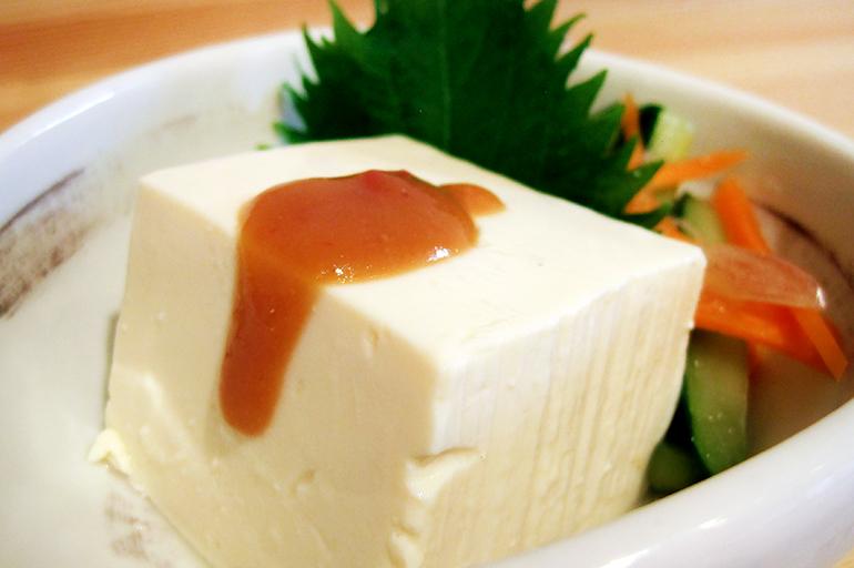 極上甘・辛・酸味、まずはシンプルにお豆腐やサラダで
