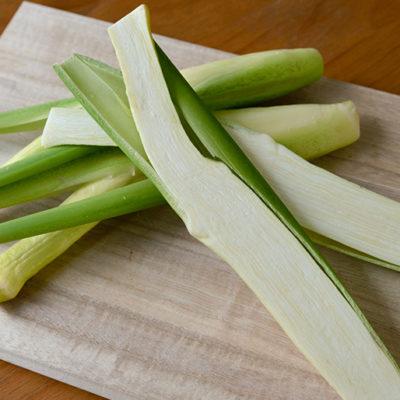 たけのこに似たシャキシャキ食感の野菜「マコモタケ」